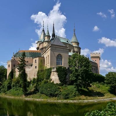 Prvá nedeľa v mesiaci zadarmo vstup do Múzea Bojnice v Bojniciac. Cena vstupného pre dospelú osobu je 11€.