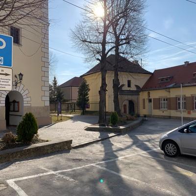 Parkovanie zadarmo priamo v centre Bojnic